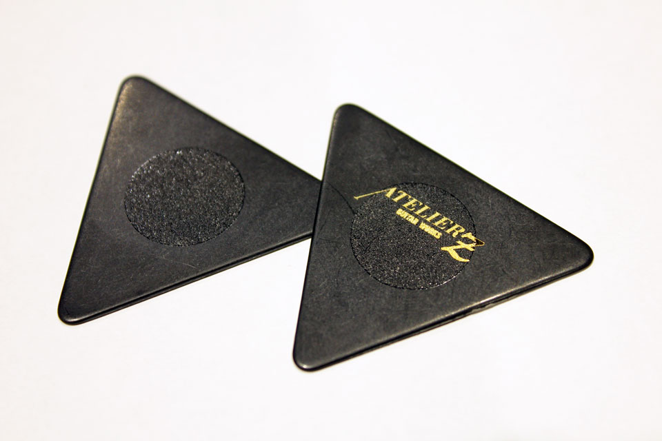 ATELIER Z PICK LARGE TRIANGLE BLK