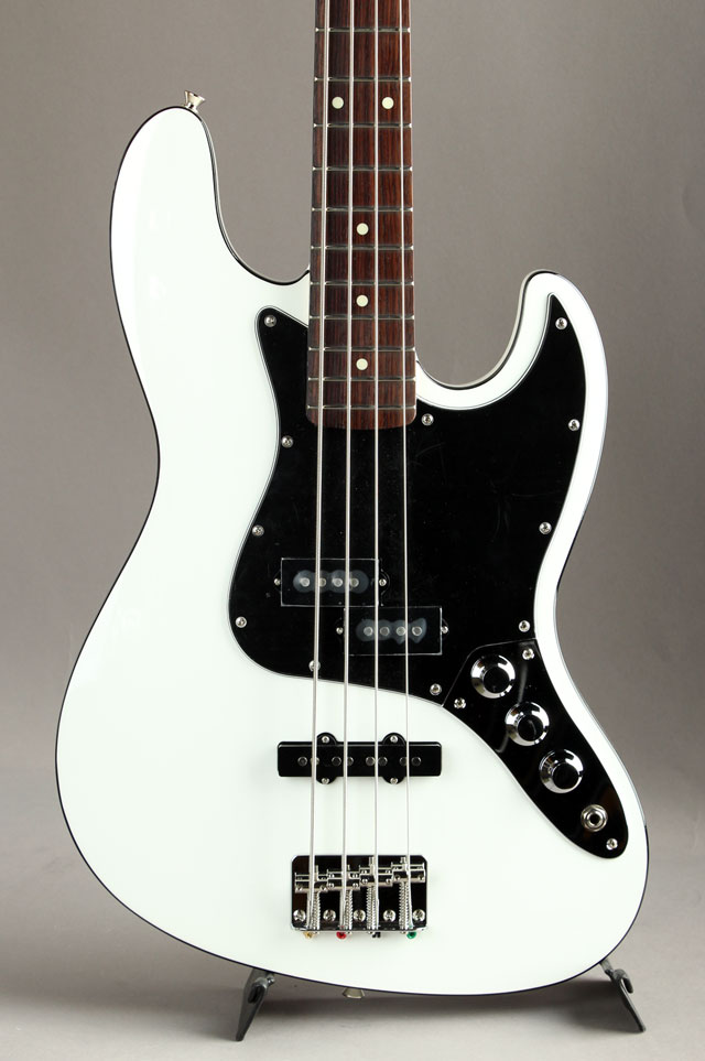 Made in Japan Aerodyne II Jazz Bass Arctic White