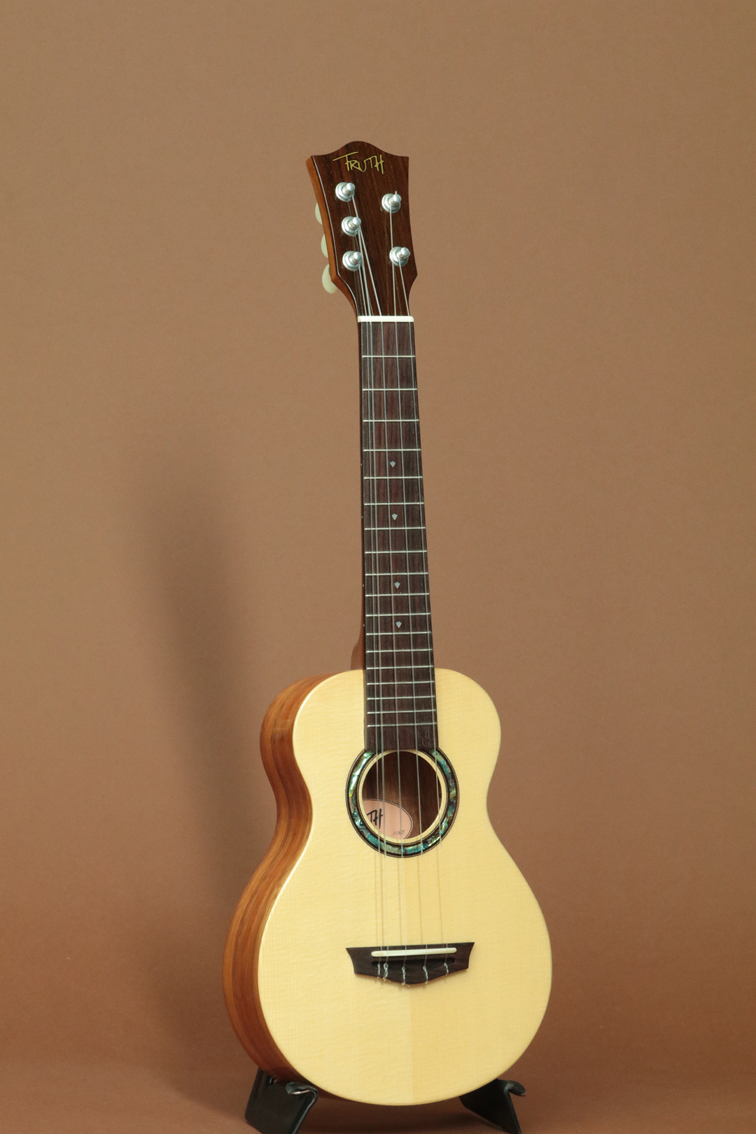 THC-5-6233S Hawaiian Koa 5-Strings Concert